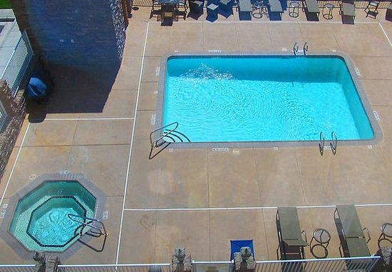 Hobbs, NM: Outdoor Pool & Spa