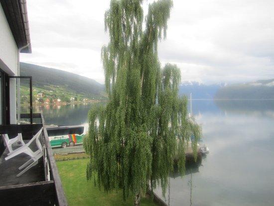 Sogn og Fjordane, Norveç: Вид из номера на окрестности