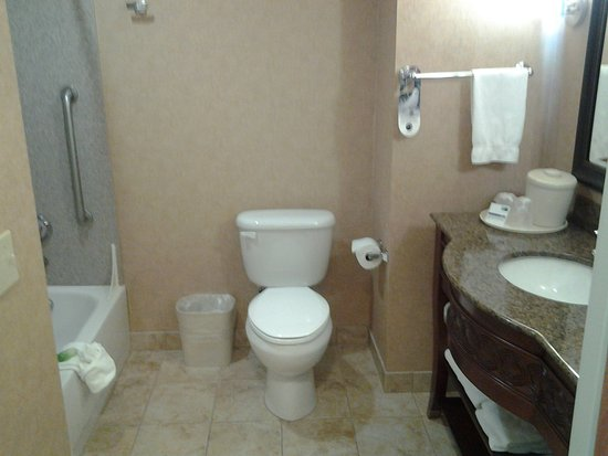Holiday Inn Express Hotel & Suites Klamath Falls: Guest Bathroom