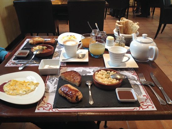 Saint-Siffret, Frankrike: Le Brunch Authentic