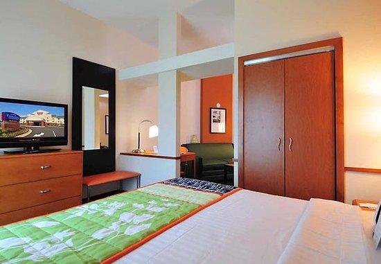 Olive Branch, Μισισιπής: King Suite Sleeping Area