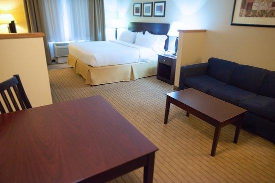 Devils Lake, ND: King Suite
