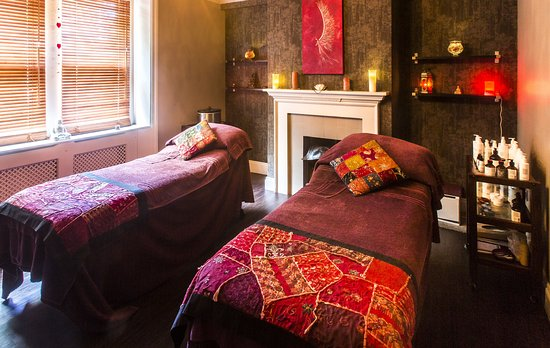 Alexandra House Holistic Health & Wellbeing Spa: Double treatment room