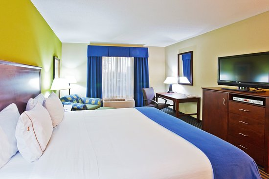 Ooltewah, TN: King Bed Guest Room