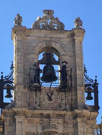 Ayuntamiento de Astorga: Los muñecos maragatos que tocan la campana
