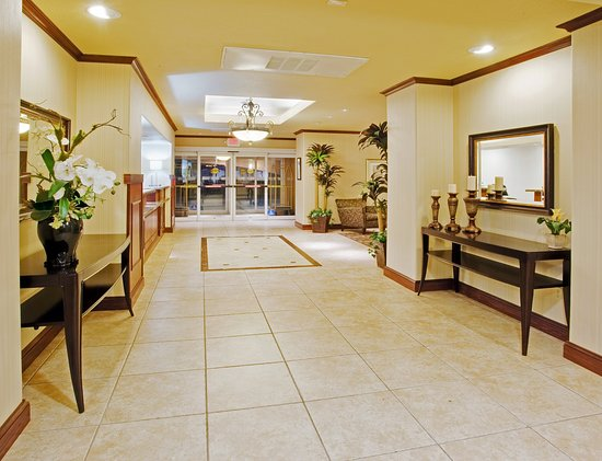 Holiday Inn Express & Suites Dinuba West Lobby