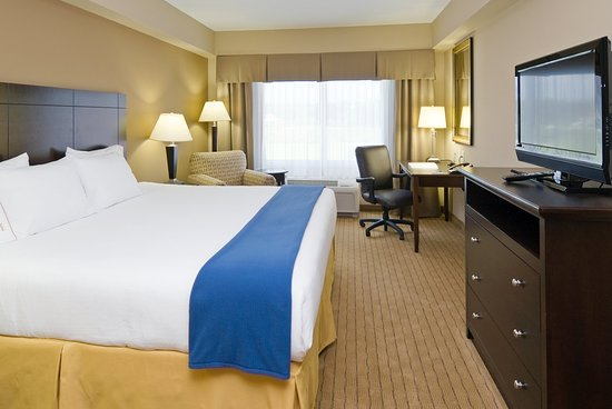 Holiday Inn Express & Suites Fort Myers- The Forum: Features king bed, well lit work desk, flat screen TV!