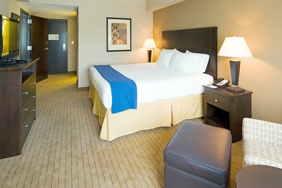Holiday Inn Express & Suites Fort Myers- The Forum: King rooms feature overstuffed chair/ottoman and more!