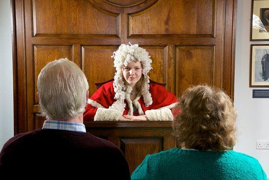 Preston, UK: Keep order in the court