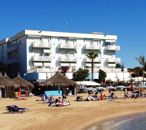Vista Dell U0026 39  Hotel Pino Al Mare  Dalla Spiaggia