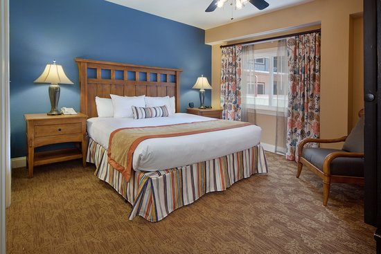Holiday Inn Club Vacations Gatlinburg-Smoky Mountain: Spacious master bedroom with king size bed