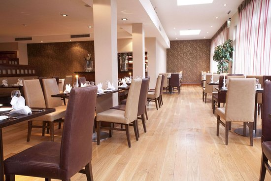 The Salthill Hotel: Amber Room Restaurant