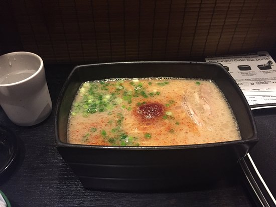 Ichiran Canal City Hakata: 拉面很好吃,汤头浓郁,只是如果是多人一起去会不太好,因为是一个一格坐的,完全无法互动。