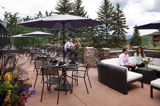 Snowmass Village, Kolorado: stonebridge_dining_theartisan_patio_couple