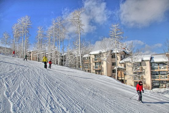 Snowmass Village, CO: Snowmass_TOV_exterior_winter_skiers2