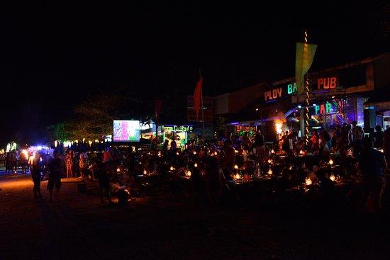 Rayong İli, Tayland: 可以在海灘上享用晚餐、欣賞火舞