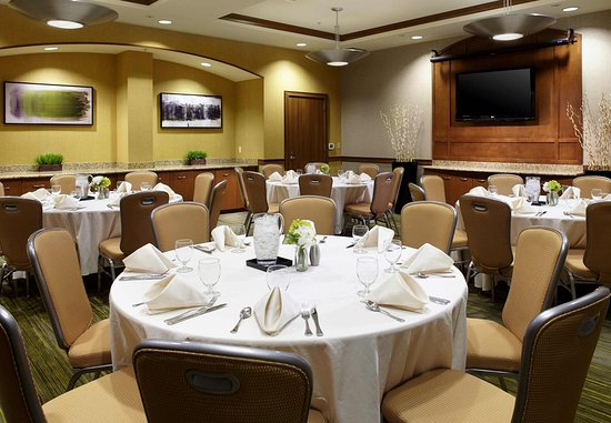 Wyomissing, Pensilvania: Meeting Space with Round Tables
