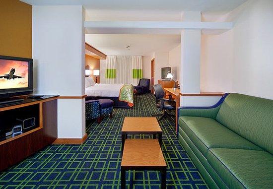 Oak Creek, Wisconsin: Extended King Suite