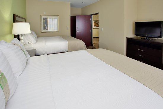 Webster, TX: Queen Suite Bedroom