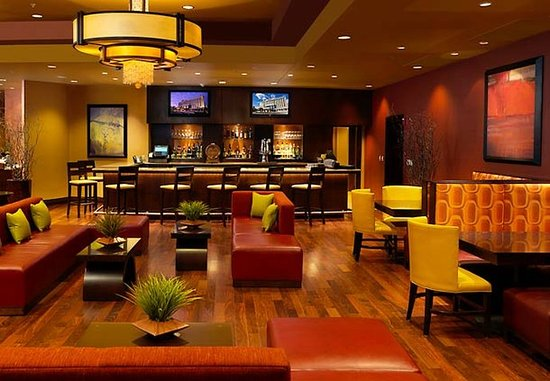 Normal, IL: Bar & Lounge Area