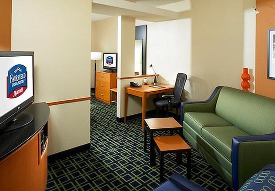 Cumberland, MD: King Suite