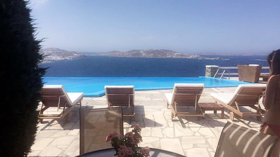 Tourlos, Yunani: Best hotel I never saw! Awesome The View, the pool, the breakfast and the service are perfect !!