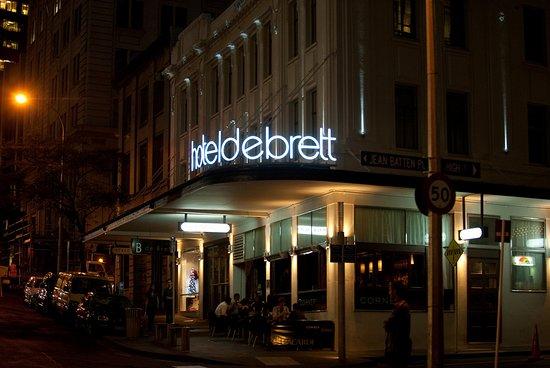 Hotel DeBrett: Hotel Facade