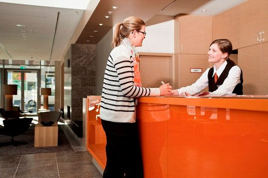 Atlantic Hotel: Front Desk