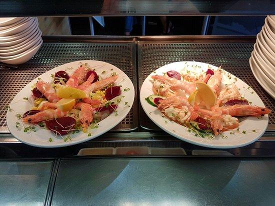 Canvey Island, UK: King prawn salad