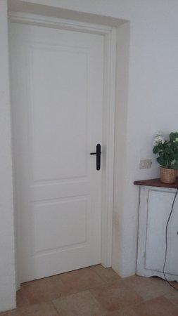 Pescia Romana, Italia: la cloison entre deux logements ....