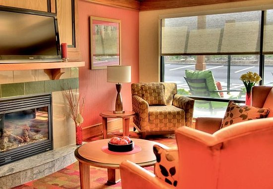 Moosic, Πενσυλβάνια: Lobby Sitting Area