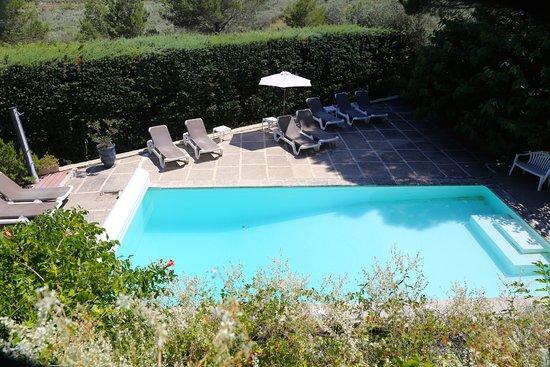 Zwembad Op Balkon : Zwembad gezien van op het kleine balkon let op de diepte tussen