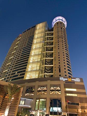 Grand Millennium Al Wahda: Hotel Exterior