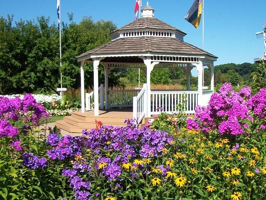 Windmill Island Gardens: Flowers and gazebo