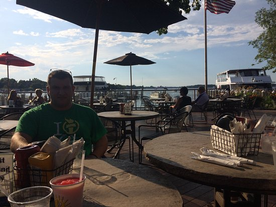 Excelsior, MN: Beautiful night at Bay side grille!