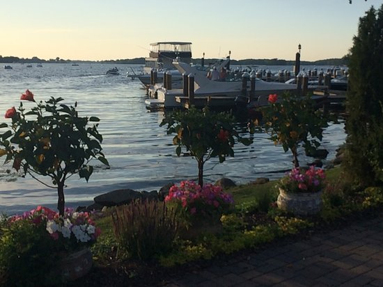 Excelsior, Миннесота: Beautiful night at Bay side grille!