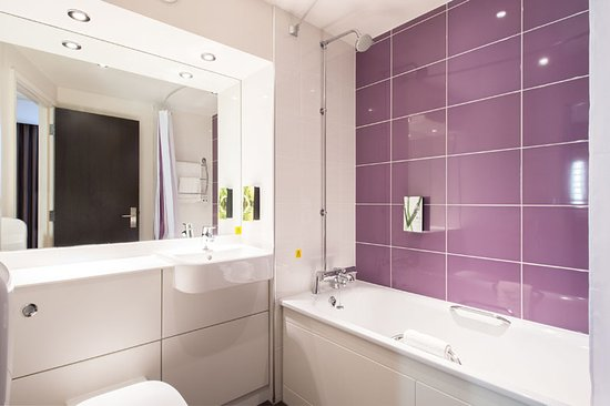 Premier inn malvern hotel updated 2018 prices reviews great malvern england tripadvisor Premiere bathroom design reviews