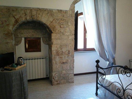 Residenza di Via Piccardi: La via d'ingresso nel cuore di gubbio, la nostra stanza n 10.