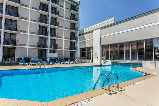 Riverwalk Inn & Suites: Pool