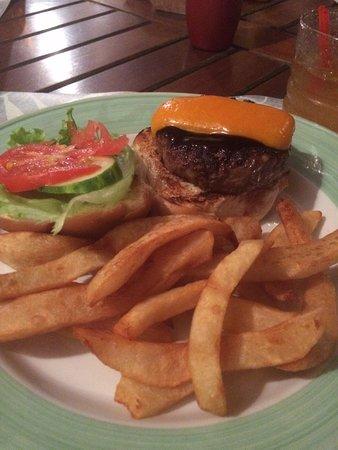Double Deuce: Tasty burger