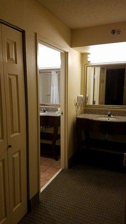 Staybridge Suites Memphis - Poplar Ave East: 20160719_223146_large.jpg