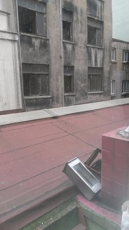 Old City Viva Hotel: вид на соседнее здание