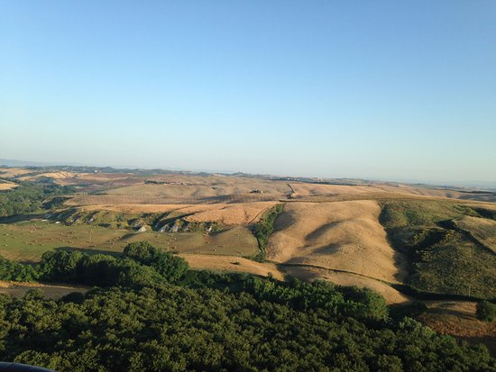 Ballooning in Tuscany : Views over Tuscany near Montisi