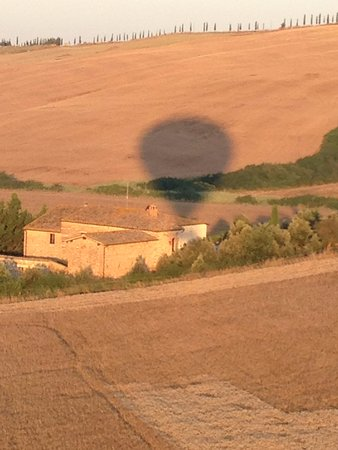 Ballooning in Tuscany : Sunrise coming up behind us