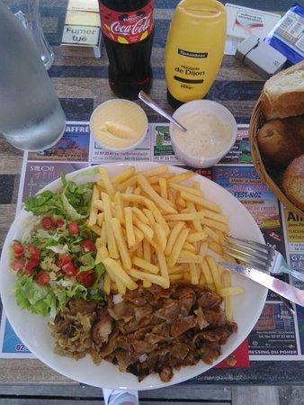 Le Faouet, Francia: Une assiette de kébab juste parfaite. Saveur et qualité y sont présente croyez en mon expérience
