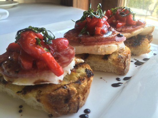Woodbury, CT: Bruschetta with homemade mozzarella