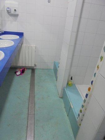Be Dream Hostel: baño, con pelos..sucio... Me lo encontre siempre así.
