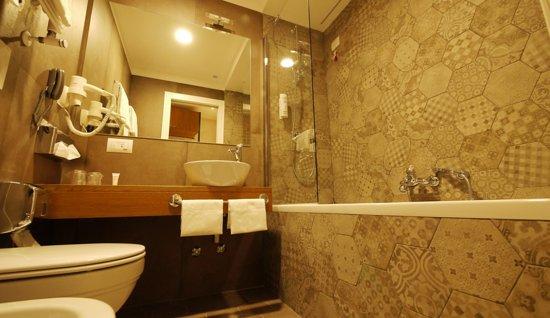 Elite Hotel: Bath
