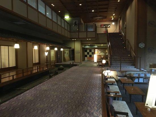 Awara, Japón: 豪華に見えるロビー前のくつろぎ空間