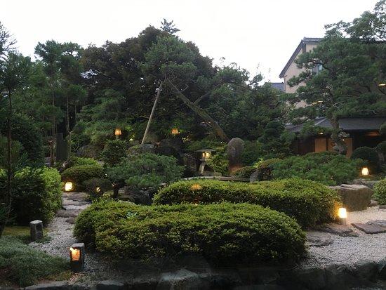 Awara, Japón: 豪華に見える庭